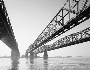 Anonymous Tip to FBI Fuels Panic Over 'ISIS Threat' to Memphis Bridge